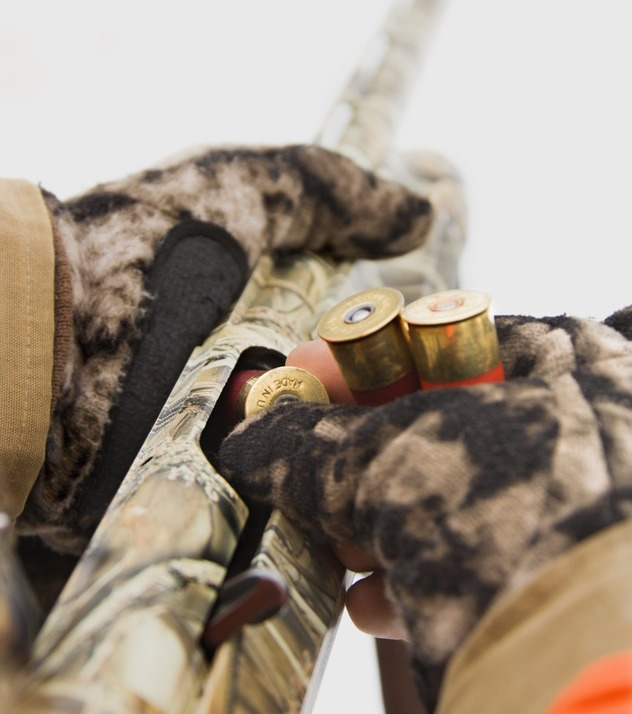 Use the Best Gloves While Hunting to Load Your Weapon
